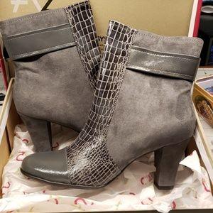 Grey boots, NIB, Aerosoles, snakeskin print
